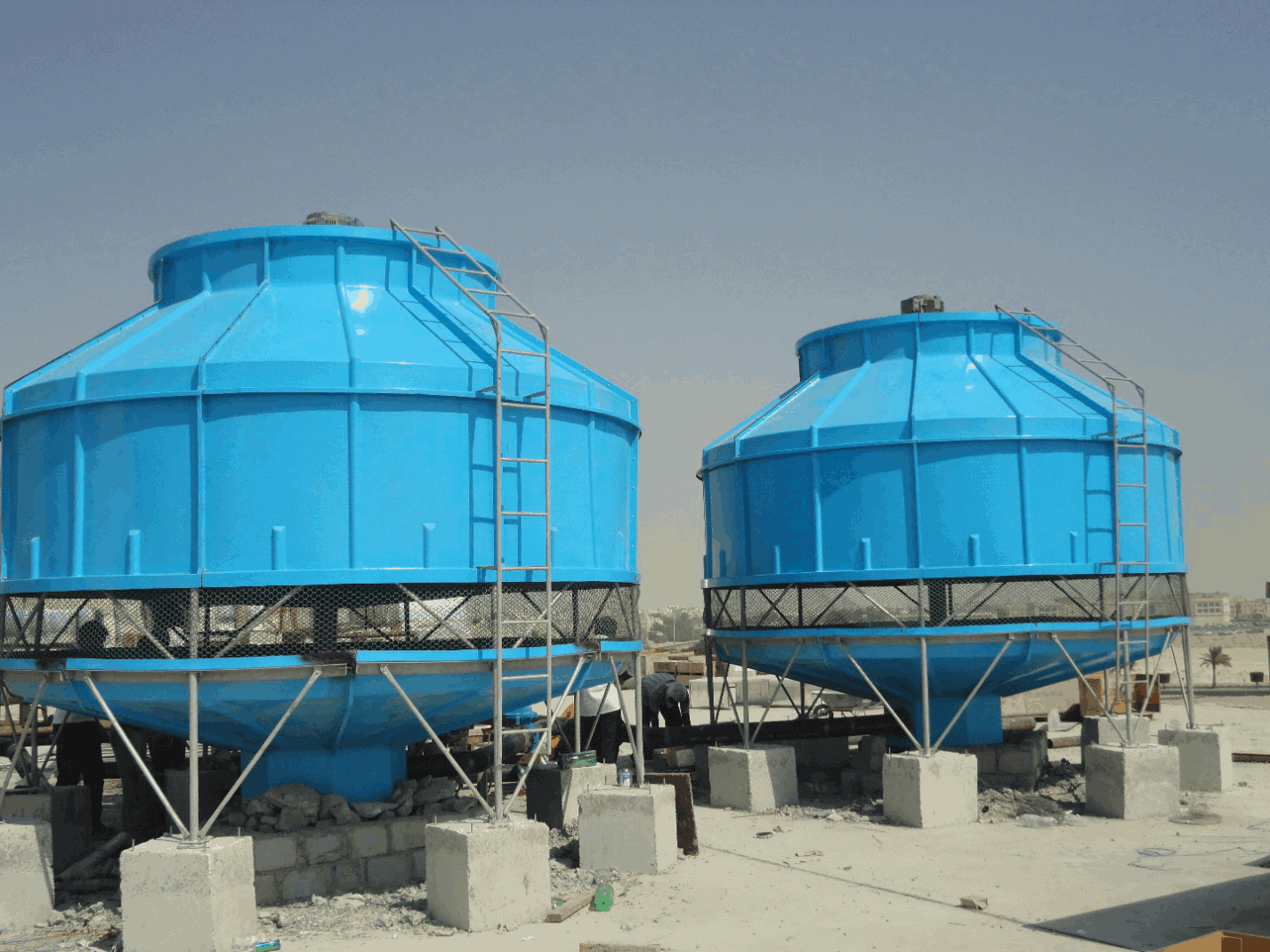Round bottle cooling tower